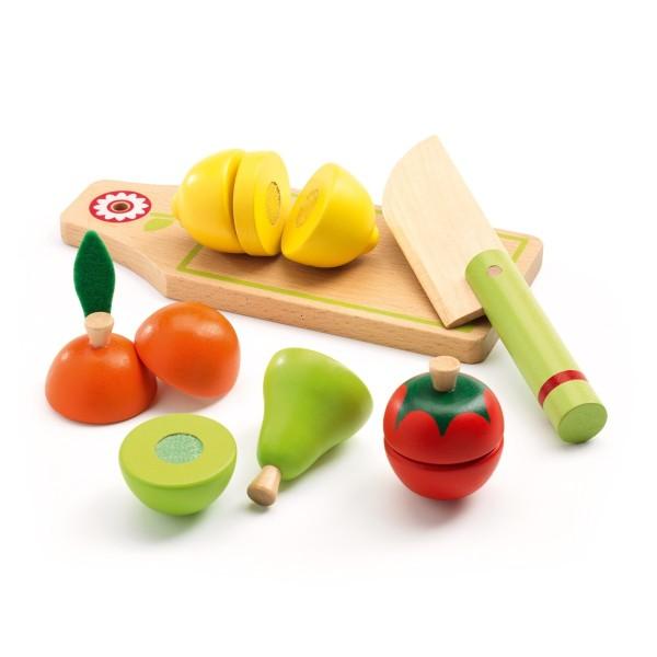 Schneidebrett mit Obst und Gemüse