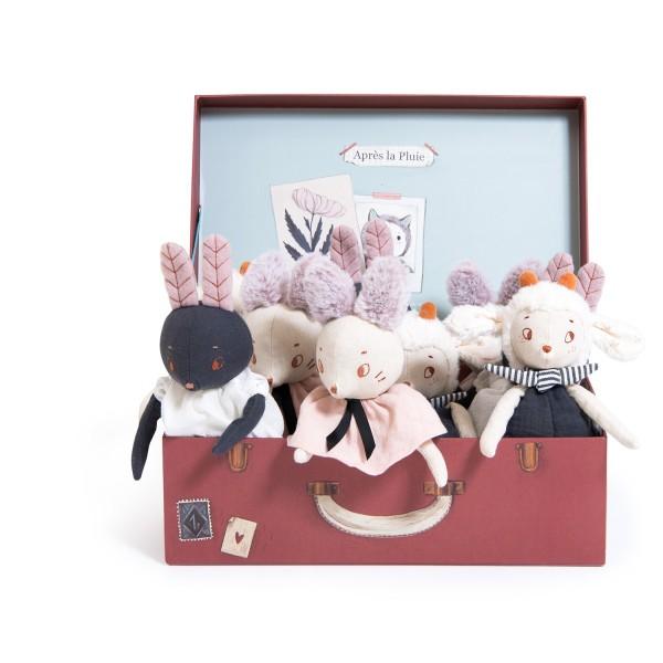 9 kleine Puppen in Ausstellbox